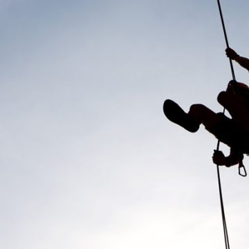 Conducting Abseiling? 5 Golden Tips To Get Your Participants to Abseil